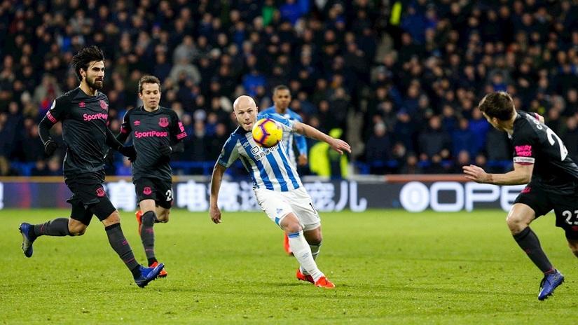Soi kèo Huddersfield vs Everton, 01h45 ngày 25/8 - League Cup